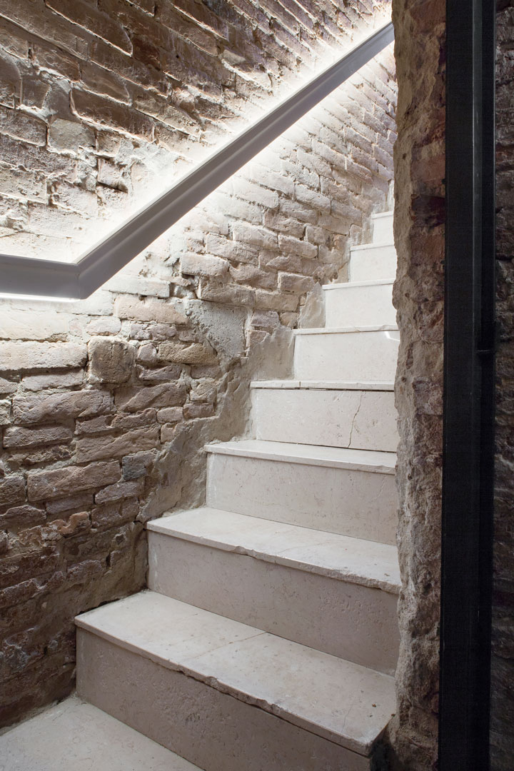 27h_Staircase